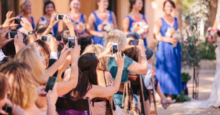 Angajam un fotograf profesionist la nunta sau facem poze cu telefonul?
