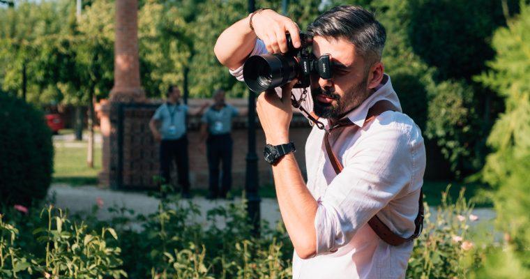 Alegeti un fotograf de nunta care sa va fie alaturi la fiecare pas din ziua cea mare!